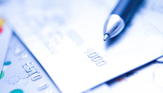 The Difference Between a Credit Card and a Charge Card :: Mint.com/blog