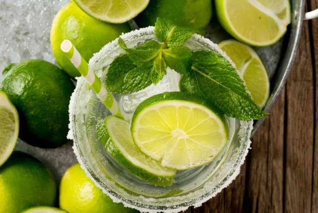 Cocktails on the Cheap: 4 Ways to Save on Drinks This Summer