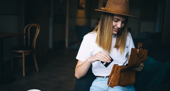 Smiling,Caucasian,Hipster,Girl,Dressed,In,Trendy,Apparel,And,Hat