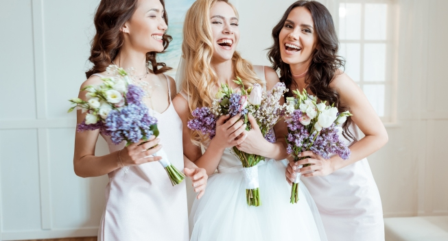 Beautiful,Laughing,Bride,With,Bridesmaids,Holding,Bouquets