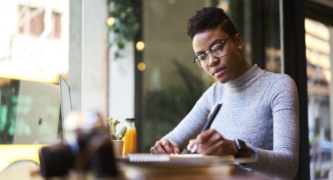 Concentrated,Afro,American,Experienced,Woman,Journalist,In,Glasses,Creating,Article