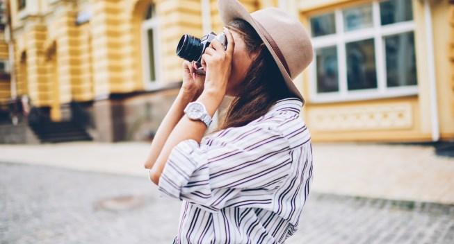 Stylish,Female,Traveler,Spending,Holiday,Trip,On,Hobby,Taking,Photos