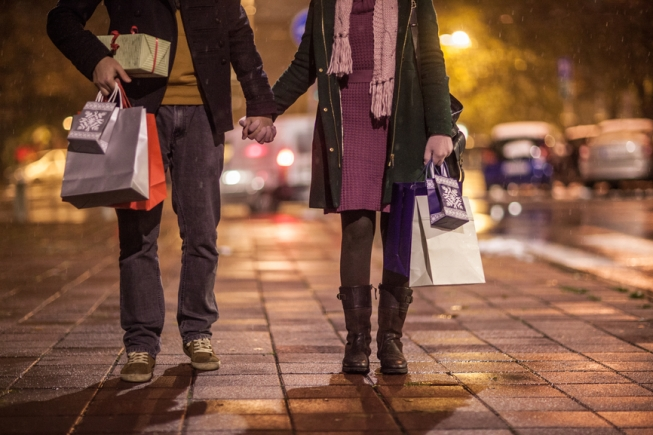 How to Keep Your Holiday Spending in Check