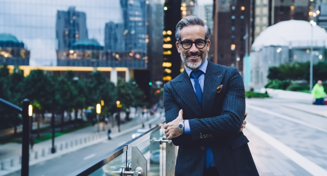 Handsome,Grinning,Mature,Man,In,Glasses,And,Business,Suit,With