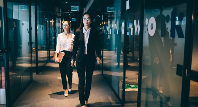 Confident,Black,Haired,Businesswoman,In,Stylish,Formal,Wear,And,Eyeglasses