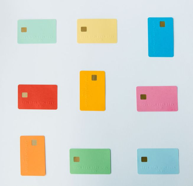 How to Choose between a Charge Card and a Credit Card?