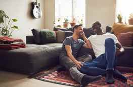 How to Talk Money in a Relationship: Dos and Don'ts