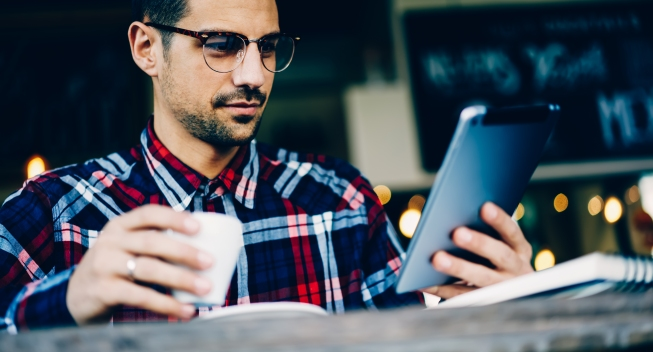 Cropped,Image,Of,Young,Bearded,Man,In,Eyewear,Reading,Notification
