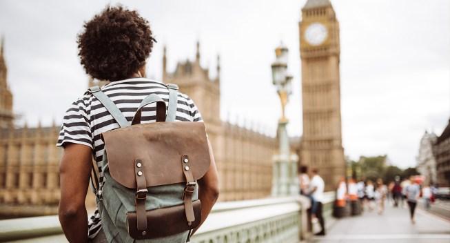 solo-backpacker-in-london