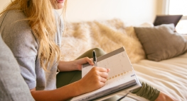 5 of the Best Financial New Year's Resolutions Students Can Make