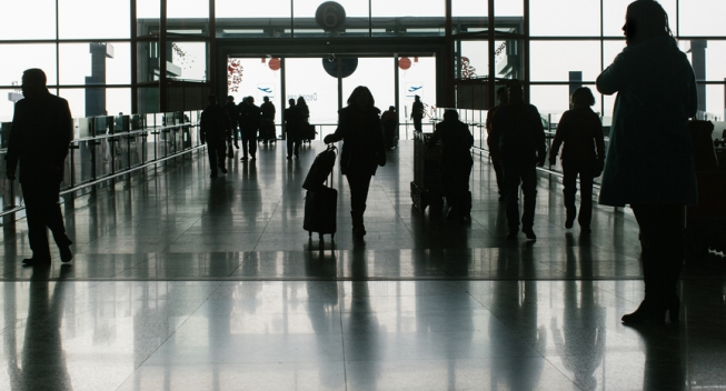 5 ways to keep your sanity navigating the airport during the holiday season