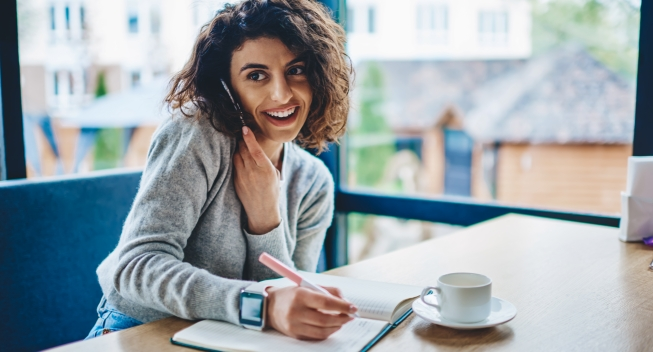 Cheerful,Young,Woman,Laughing,During,Phone,Conversation,On,Smartphone,Doing