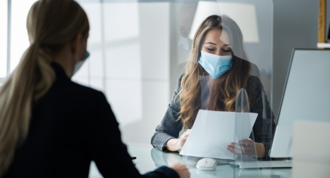 Financial,Advisor,Or,Tax,Consultant,Wearing,Medical,Face,Mask