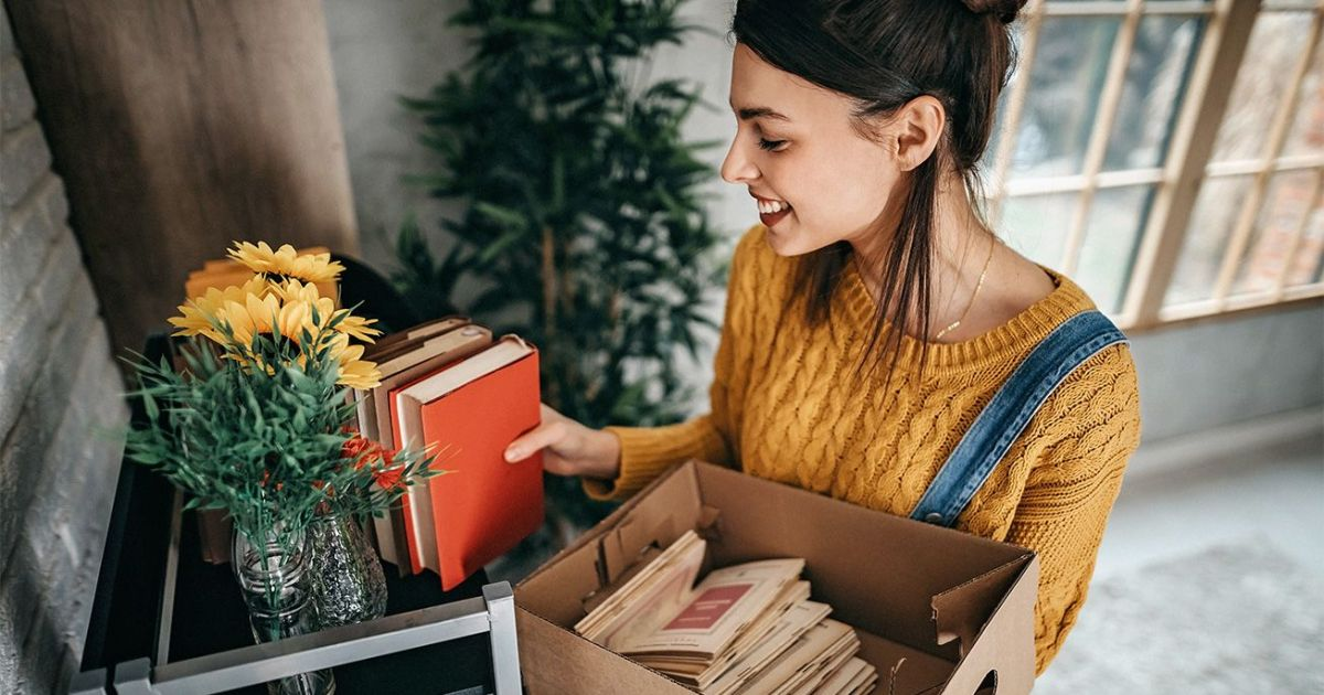 10 Minimalist Lifestyle Tips to De-Stress and Save Money