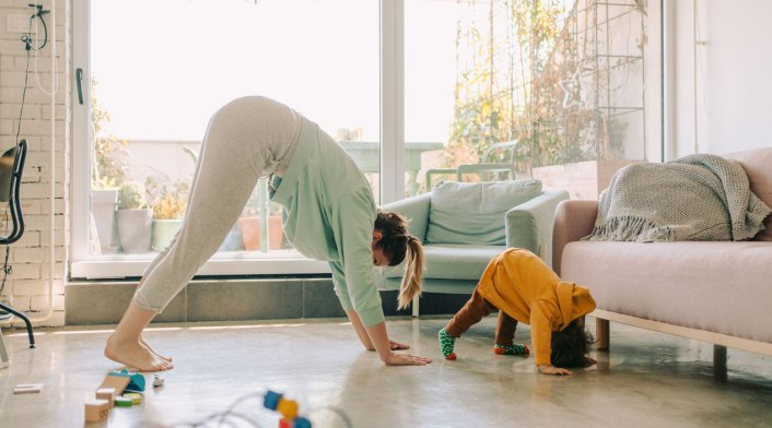 mom-child-doing-yoga