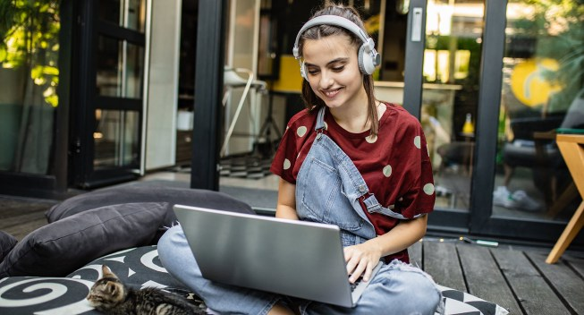 girl-with-headphones-and-computer